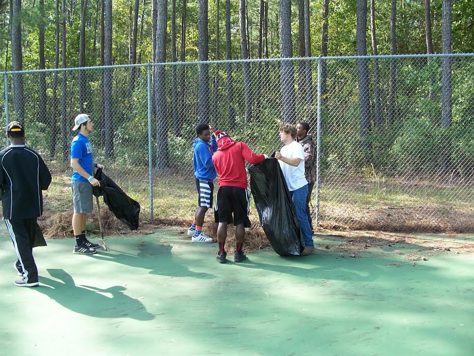 east-bladen-football-team-helps-clean-up-county-park