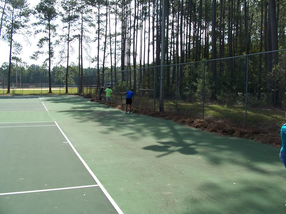 east-bladen-football-team-helps-clean-up-county-park-2