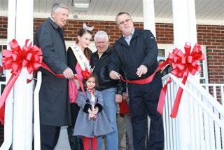 Bladenboro Community Building Ribbon Cutting 2
