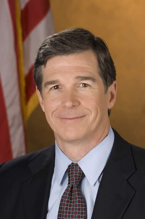 Governor Cooper Holds Discussion on Fighting the Opioid Crisis