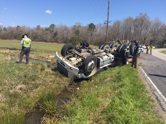 Poultry Truck crashes on River Road in White Oak